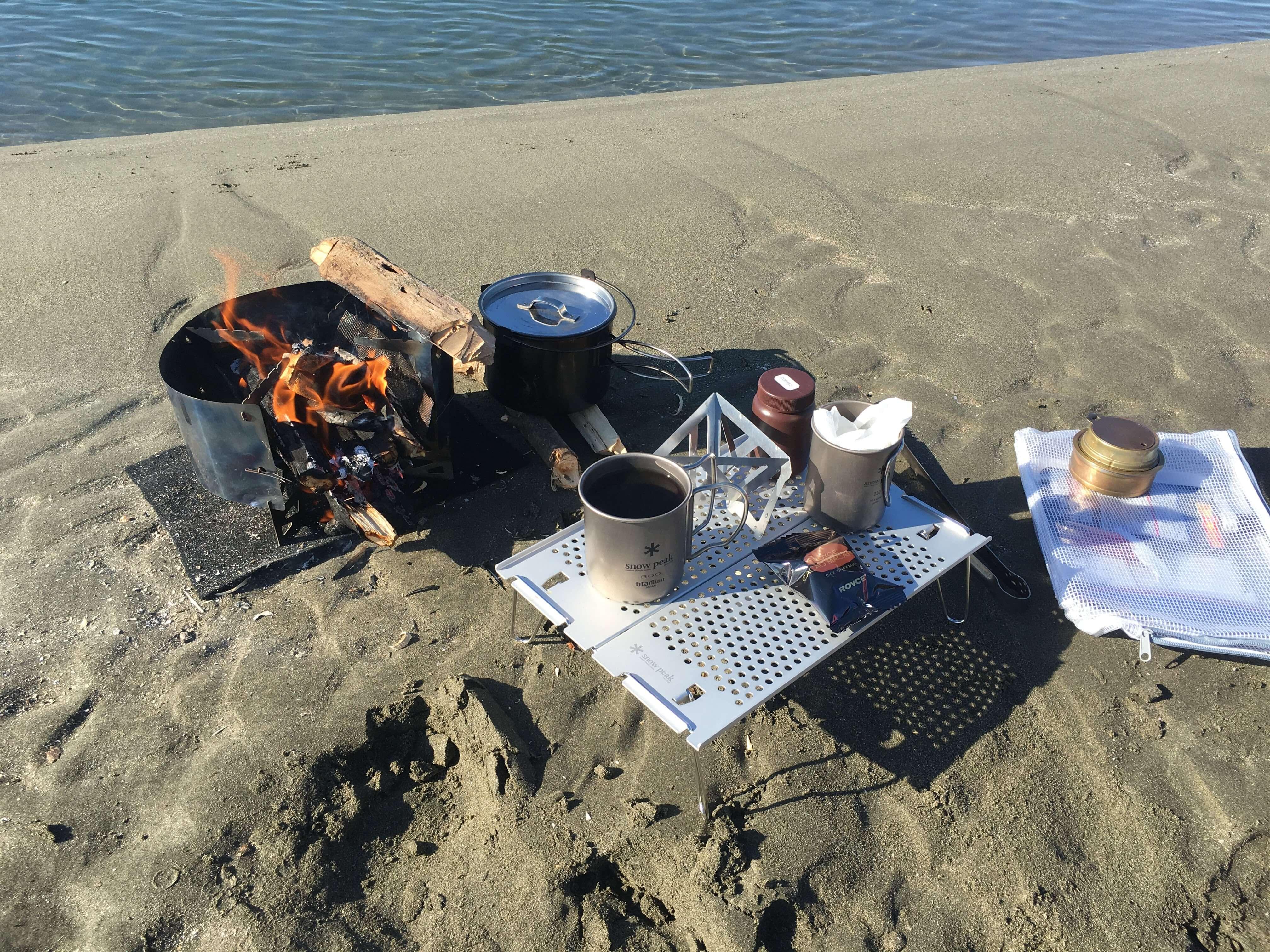 浜で焚き火1