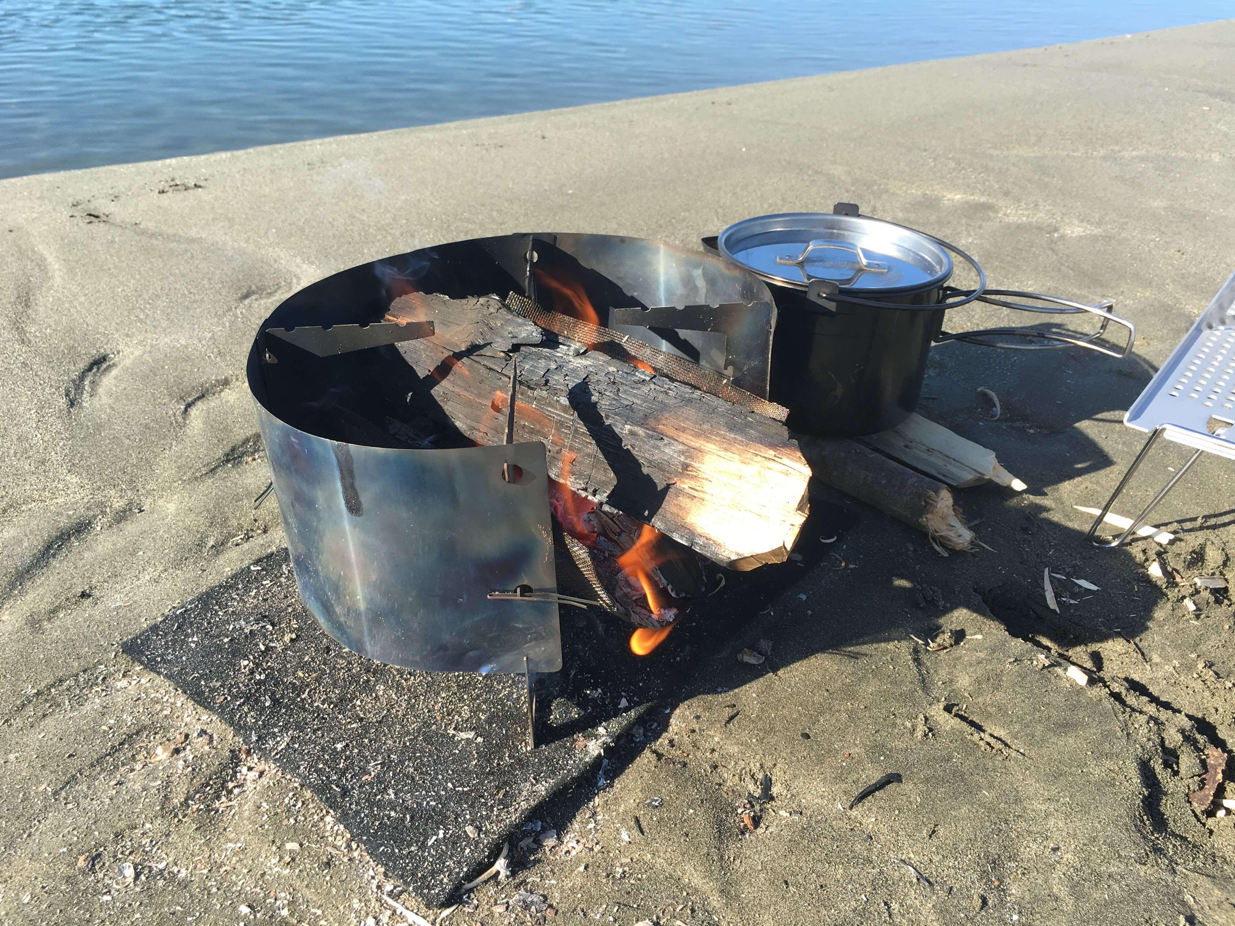 浜で焚き火2
